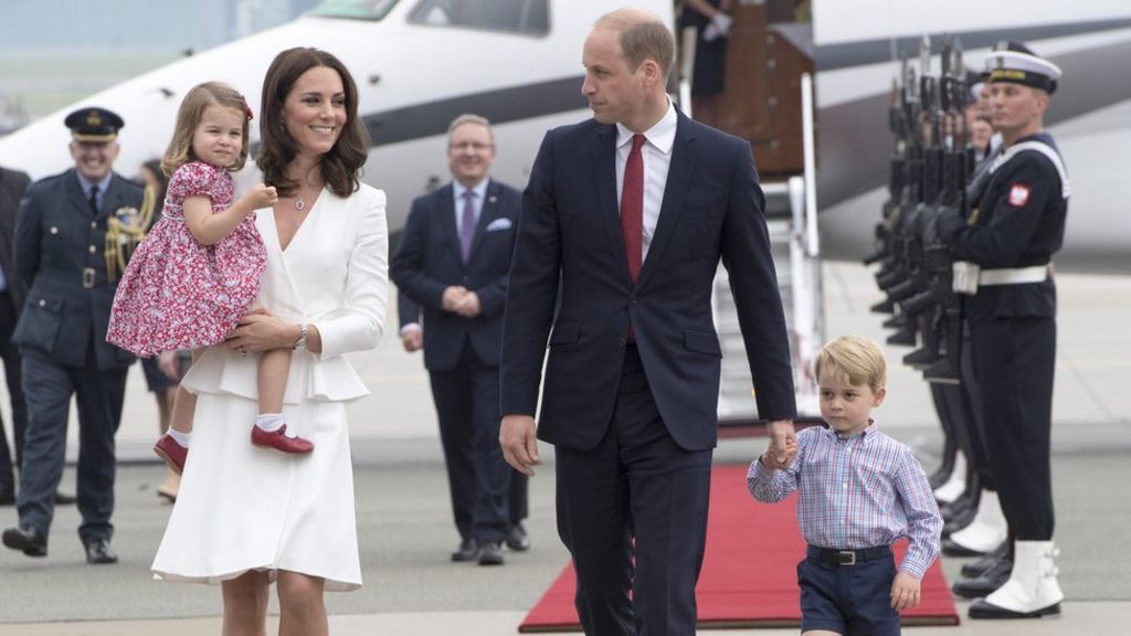 Royal baby: Duchess of Cambridge expecting third child