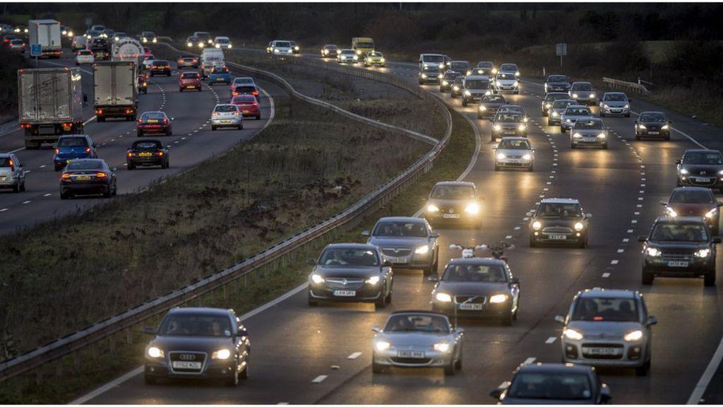 M40 crash: Six injured and motorway shut