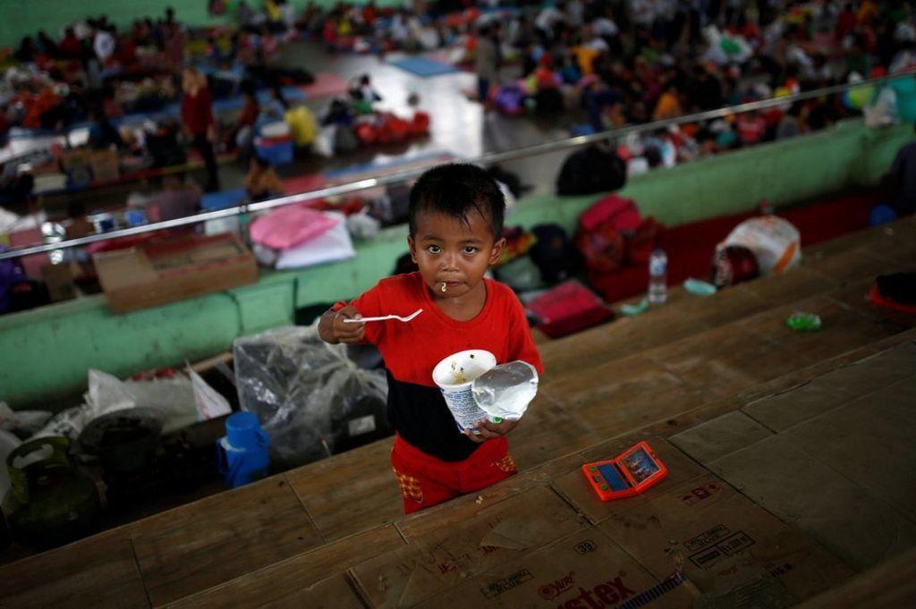 Bali tulivuori: 35,000 evakuoitu lähellä Mount Agung | Maailman uutiset