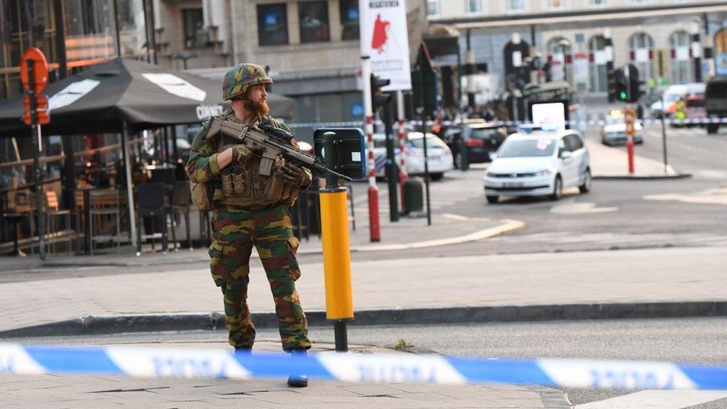 Man 'shot in Brussels rail station' amid bomb belt claims – BBC News