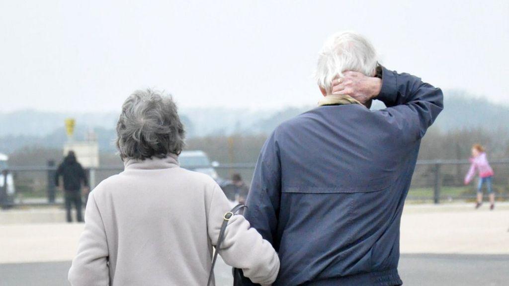 Older women poorer after pension age change, says IFS