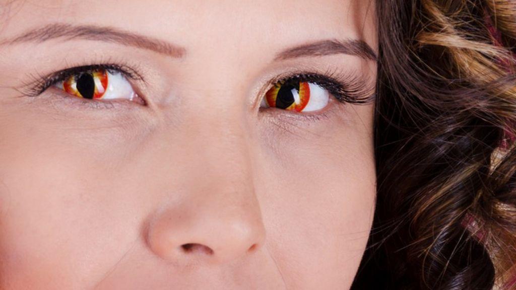 фото глаза с красными зрачками нему нужно подать