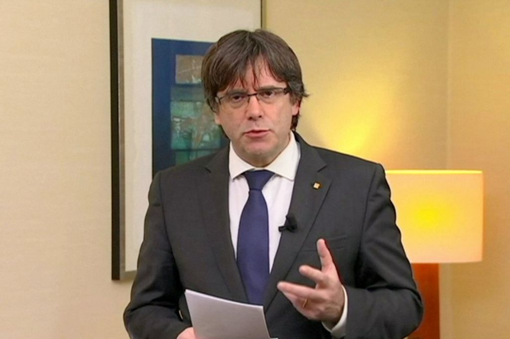 Catalonia crisis: Spain issues warrant for Puigdemont