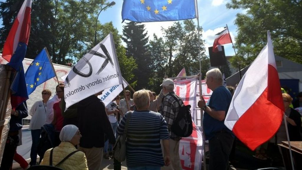 Poles to rally against controversial judiciary reform