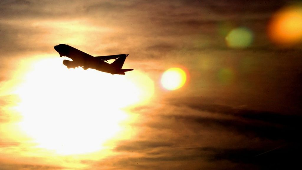 Phoenix flights cancelled because it's too hot for planes – BBC News