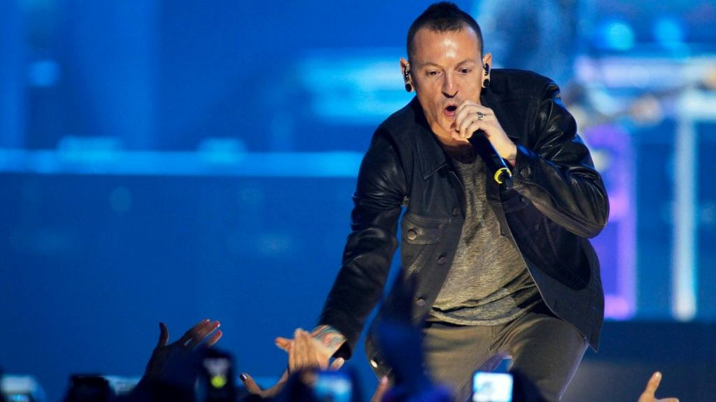 Linkin Park pay tribute to Chester Bennington