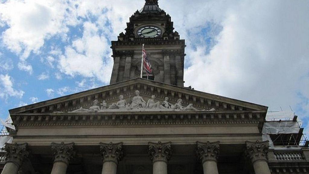 Bolton Council: Budget plan to axe 240 jobs agreed - BBC News