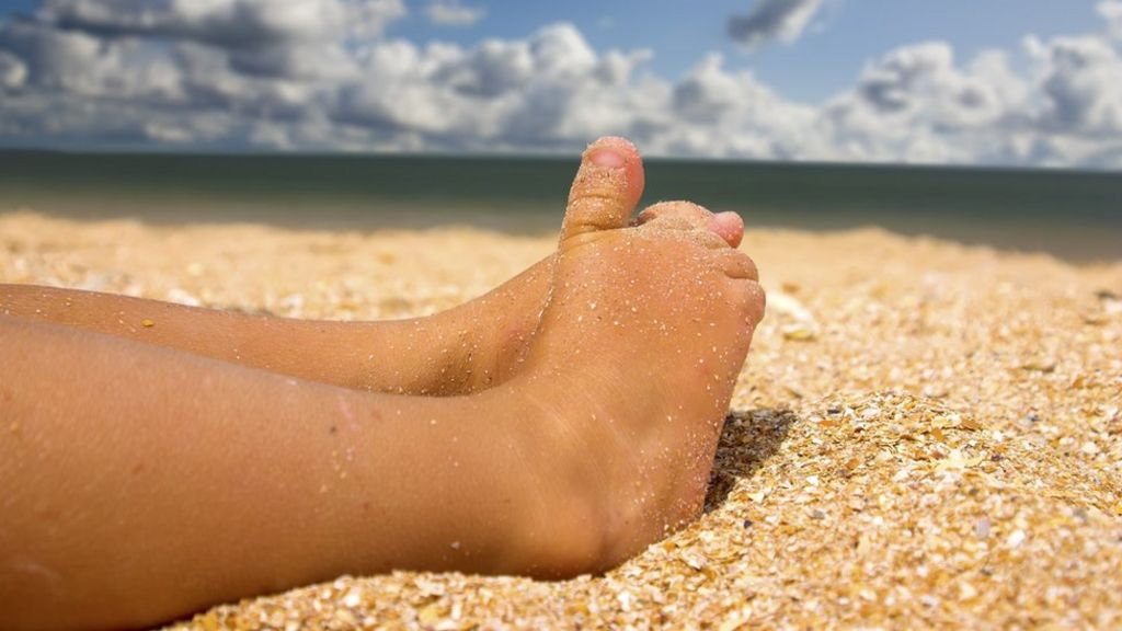 Suntans on children 'are not healthy'