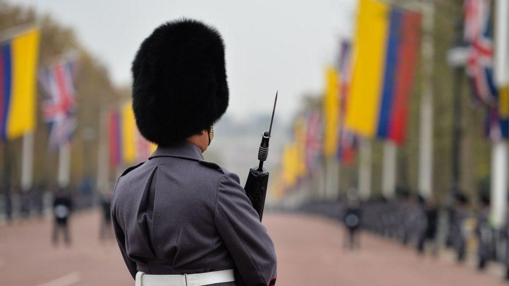 UK military chiefs praise transgender troops - BBC News