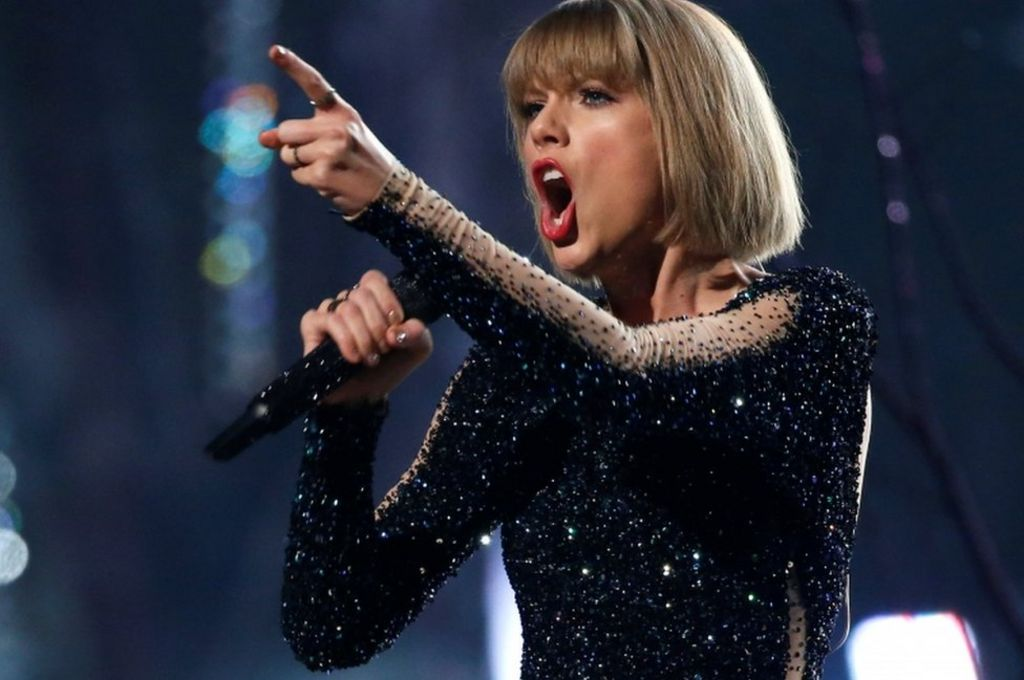 Taylor Swift 'certain' she was groped by DJ, court hears
