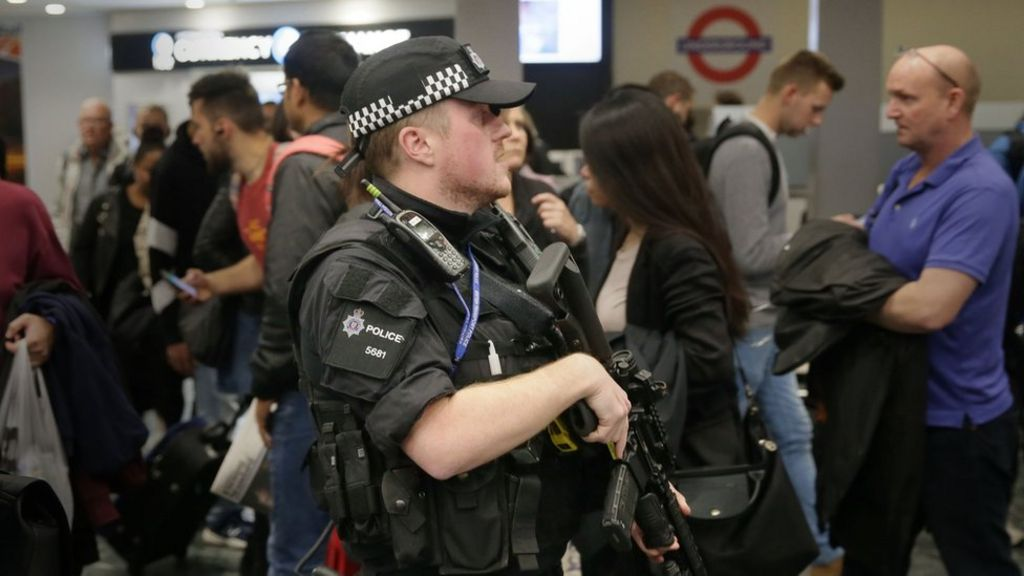 Police hunt bomber behind Tube attack