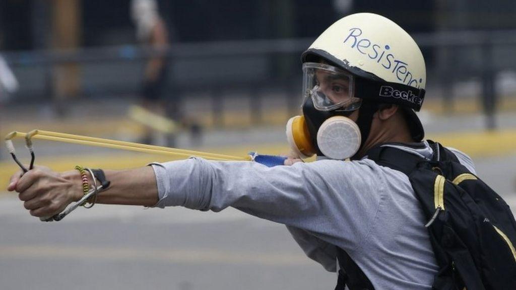 Venezuela vote: Turnout figure 'tampered with'