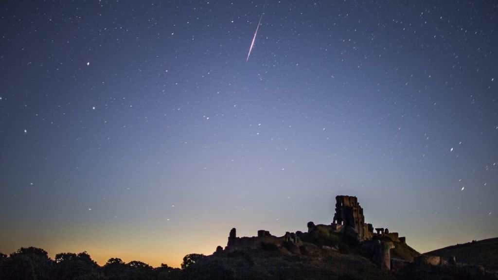 Perseid meteor shower set to peak at weekend - BBC News