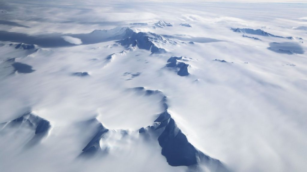 China hails 'first Antarctica flight' for its tourists