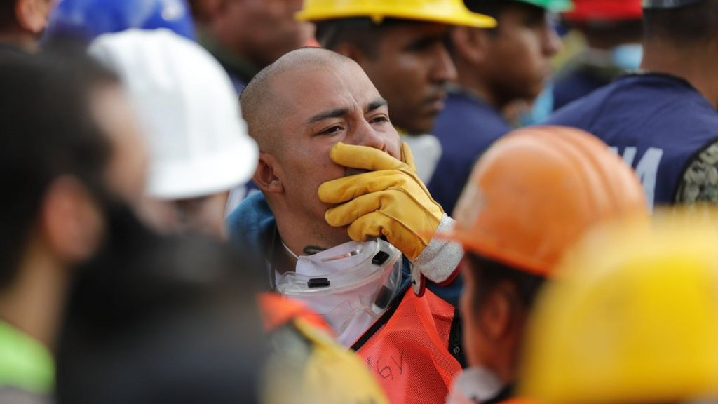 New quake halts rescue efforts in Mexico