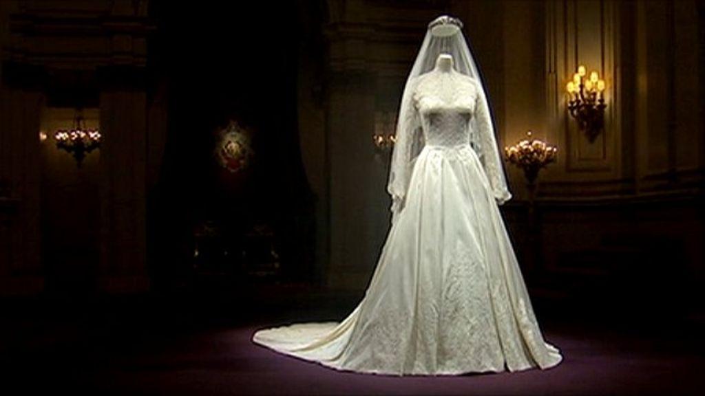Duchess of cambridge 39 s wedding dress on display bbc news for Wedding dress display at home