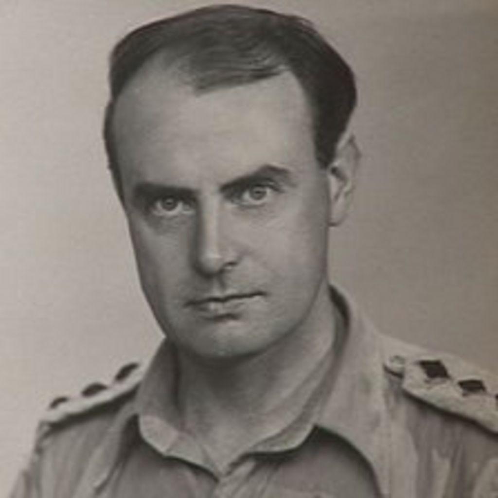 Britain's oldest man marks 110th birthday - BBC News
