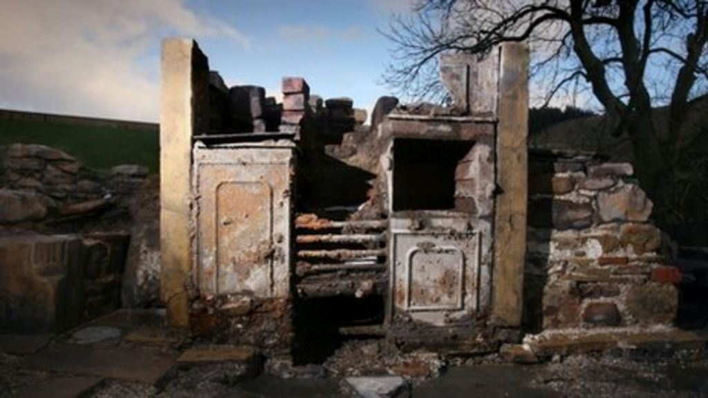 39 witch 39 s cottage 39 unearthed near pendle hill lancashire bbc news. Black Bedroom Furniture Sets. Home Design Ideas