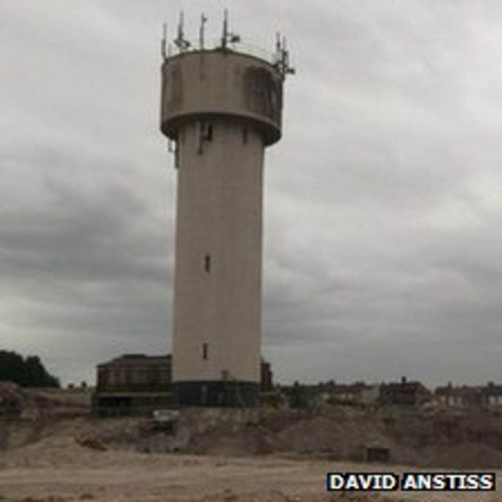 Water Tower Demolition K25 : Sittingbourne s landmark water tower demolished bbc news