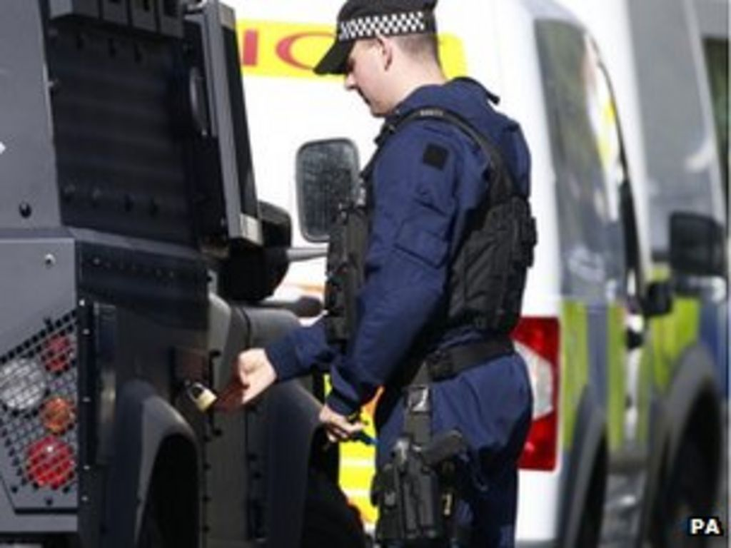 should the police be armed Routinely arming the police is an effective deterrent to criminal behaviour most countries in europe and north america routinely arm police officers, in part to.