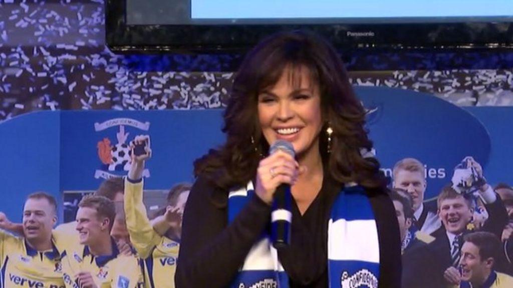 Marie Osmond Sings Paper Roses For Kilmarnock Fans Bbc News