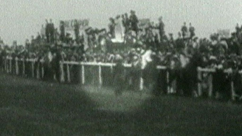 Suffragette emily davison remembered on derby day bbc news for 2b cuisine epsom downs