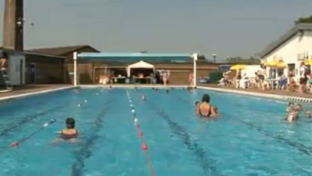 Ashby De La Zouch Lido Sees Visitor Numbers Boost Bbc News