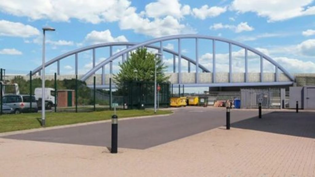 Derby's London Road bridge closes for a year - BBC News