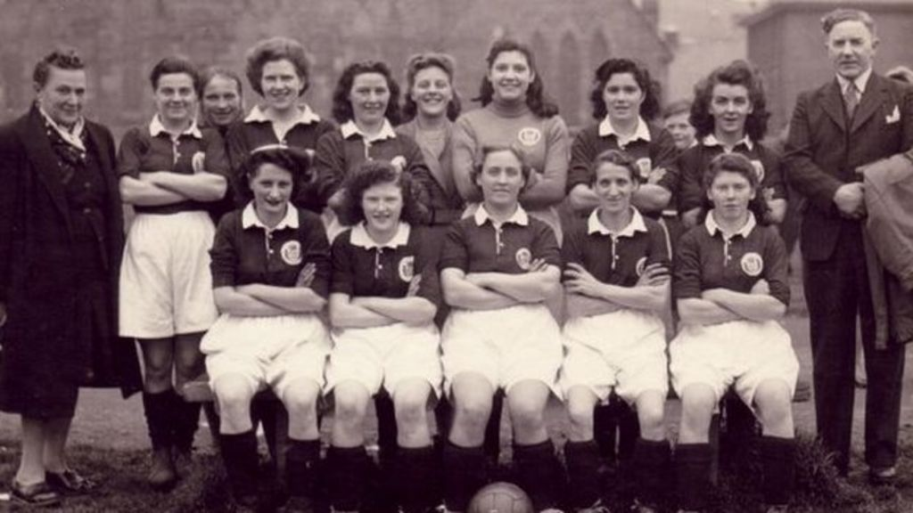 The Honeyballers: Women who fought to play football - BBC News