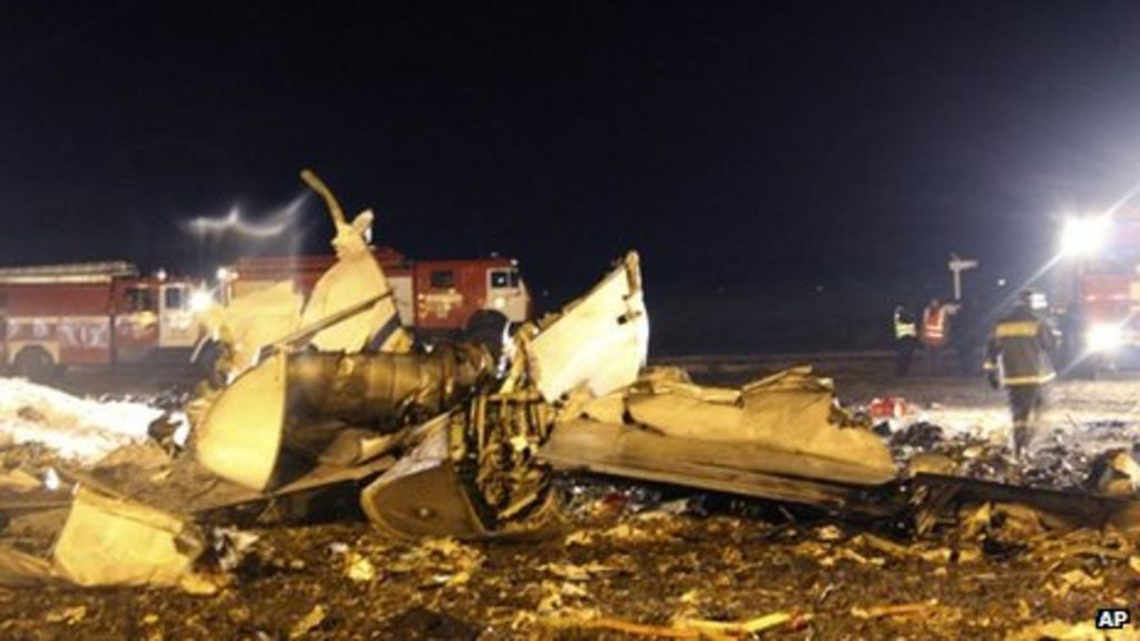 Russia plane crash: Pilot error suspected - BBC News