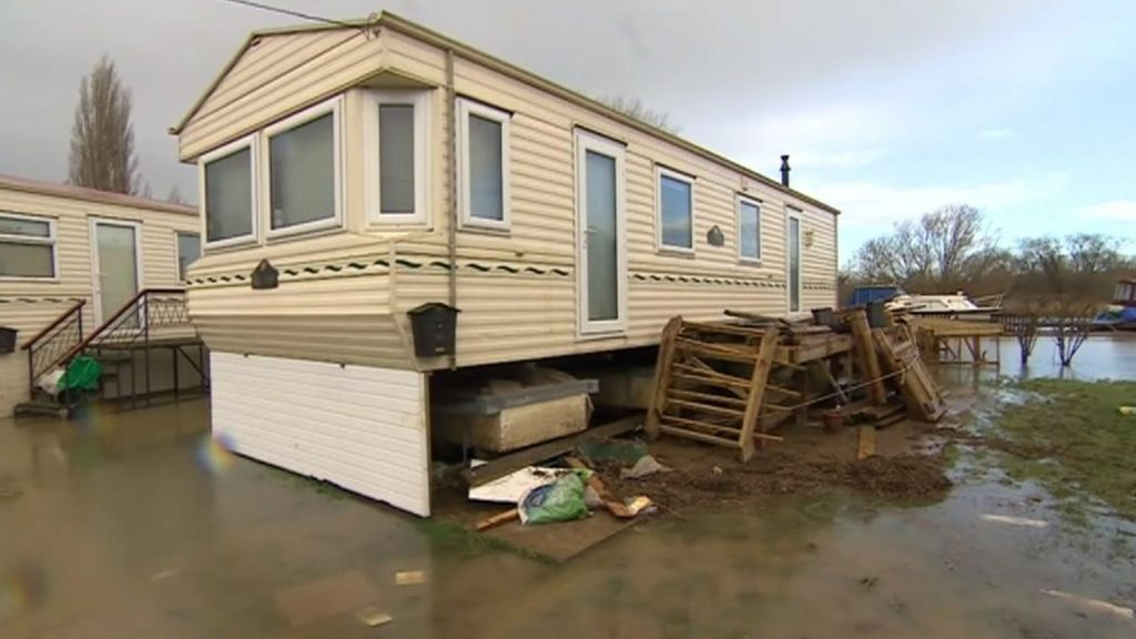 Yalding Flood Victims Return To Homes