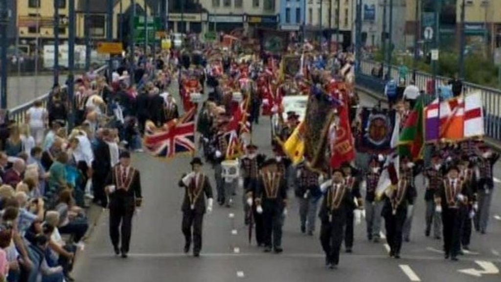 apprentice boys of derry police chief says city parade was 39 exemplary 39 bbc news. Black Bedroom Furniture Sets. Home Design Ideas