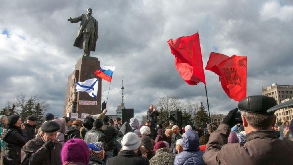 Ukraine Nationalists Tear Down Kharkiv S Lenin Statue