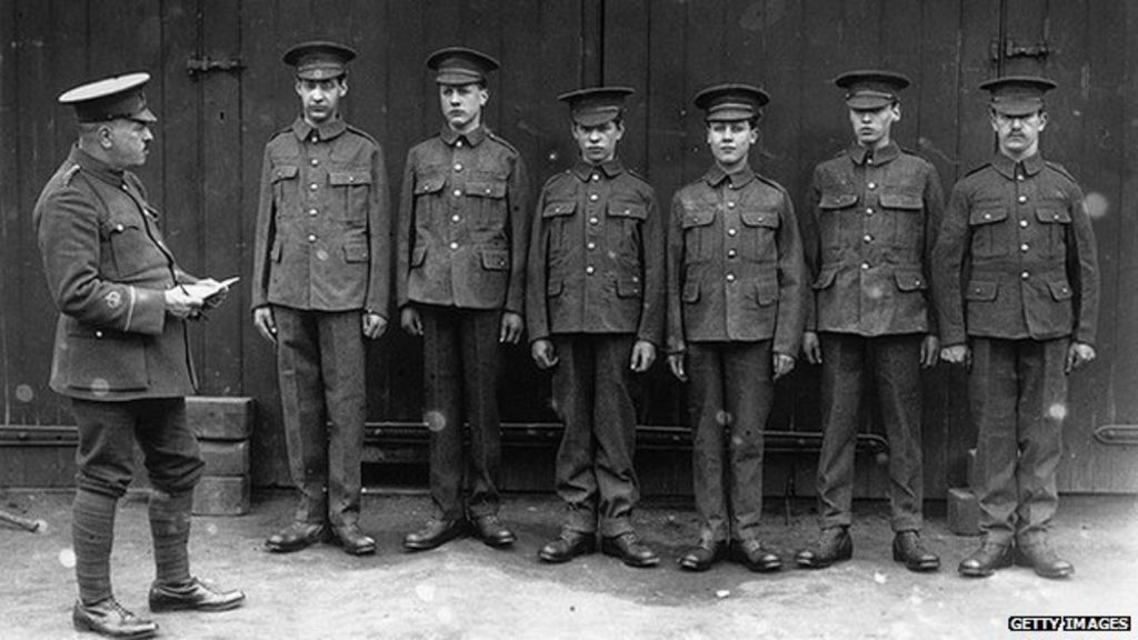 The teenage soldiers of World War One - BBC News