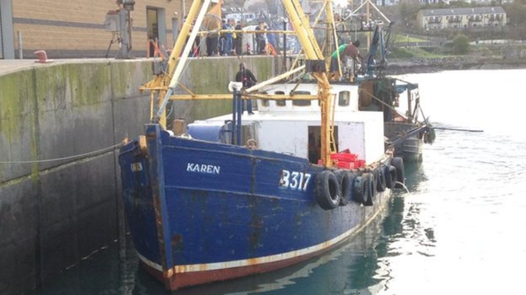 Ardglass skipper says submarine towed fishing trawler for Murphy s hook house fishing report