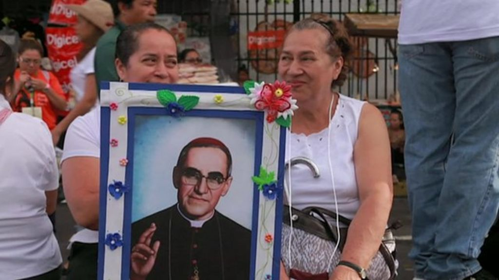 oscar romero essay Noam chomsky exclusive: pope francis, oscar romero and the horror of reagan foreign policy chomsky decries awful silence over the murder of bishop oscar.