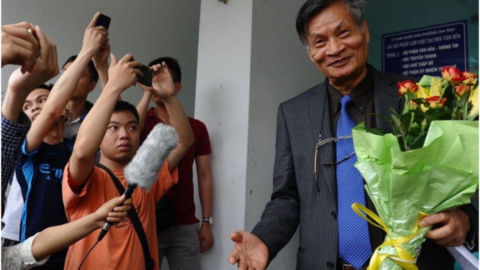 Tiến sỹ Nguyễn Quang A (phải)
