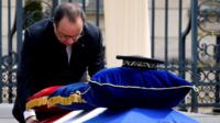 President Hollande pays his respects