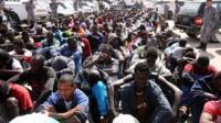 Le gouvernement libyen d'union nationale demande une enquête sur la vente des migrants