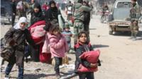 أدى تقدم القوات الحكومية في الغوطة إلى نزوح آلاف العائلات.