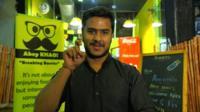Sheikh Faizan Raza makes the sign for 'minute'