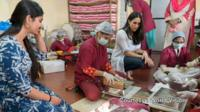 Meghan Markle with the Myna Mahila charity in India