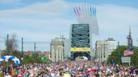 GNR runners cross Tyne Bridge