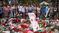 قالت الشرطة الإسبانية إن الهجمات التى وقعت فى برشلونة وكامبريلس كانت مرتبطة