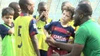 Children and a coach at FCBescola Lagos