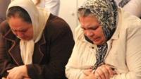 Roma women praying