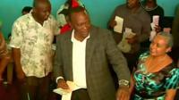 Uhuru Kenyatta casting his vote