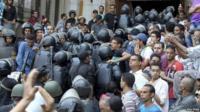 Security forces move into al-Fath mosque