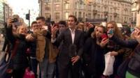 Lucas de Jong and members of the public in London