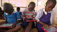 Malawian school children using the onebillion app